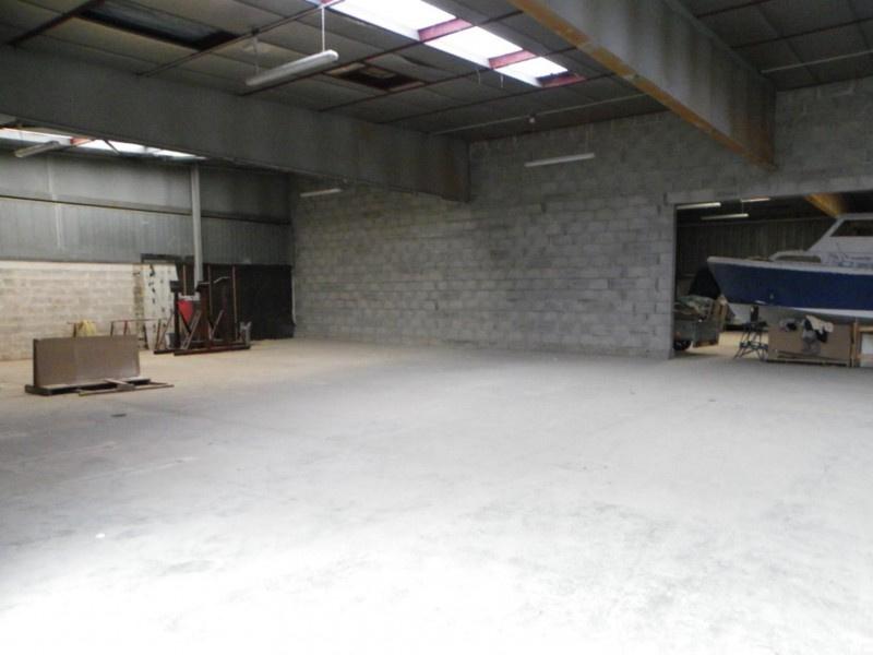 Location batiment industriel atelier stockage 300 m2 for Cout batiment industriel m2